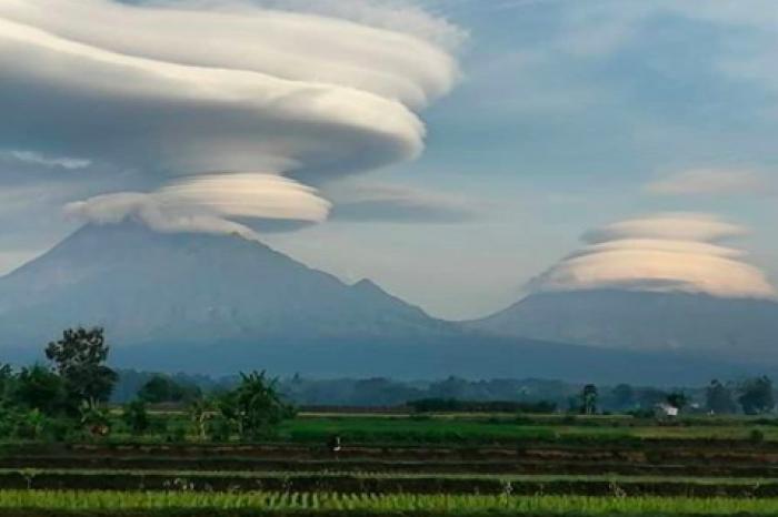Awan Berbentuk Angin Puting Beliung Muncul Misterius di 3 Gunung, Ini Penjelasannya