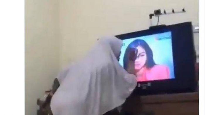 Kocak, Emak-emak Emosi dan Pukuli TV, Kesal dengan Pemeran Antagonis