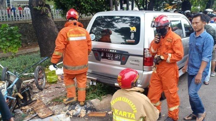 Pedagang Gorengan Tewas Ditabrak Pengendara Mobil Setelah Terseret 20 Meter