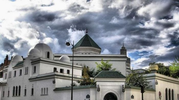 Masjid Agung di Prancis Diteror Kepala Babi, Siapa Pelaku dan Apa Motifnya?