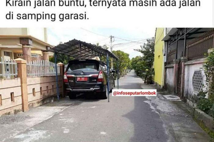 Seenaknya Sendiri, Pejabat Bangun Kanopi di Jalan Umum untuk Jadi Garasi