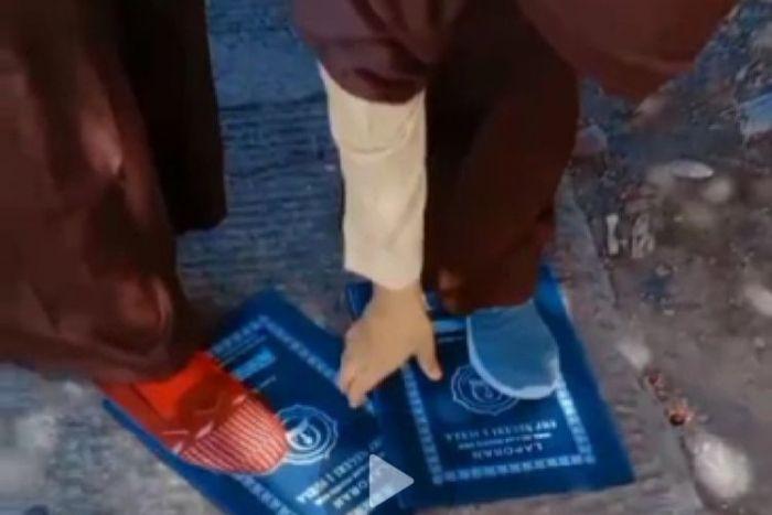 Miris, 5 Siswi SMP Pamer Injak Rapot di Medsos, Akhirnya Dikeluarkan dari Sekolah