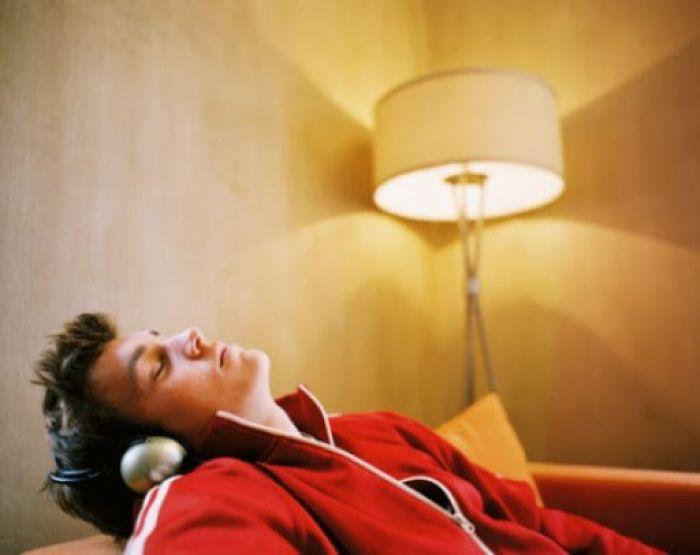 Awas! Inilah 9 Bahaya Jika Tidur Saat Lampu Masih Menyala