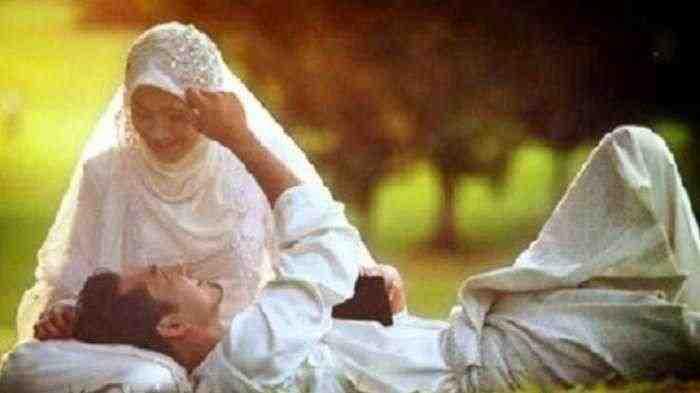 Sunnah Rasulullah, ini Hari yang Baik untuk Bermesraan Sama Suami