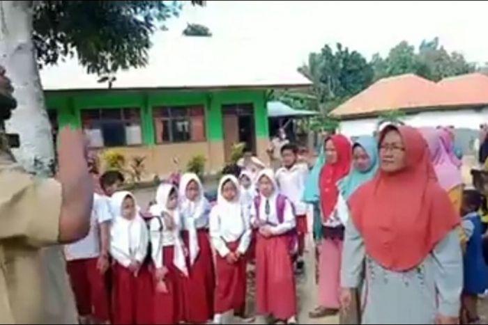 Para Ibu Minta Supaya Anak Masuk Sekolah Lagi, `Kami takut anak kami bodoh`