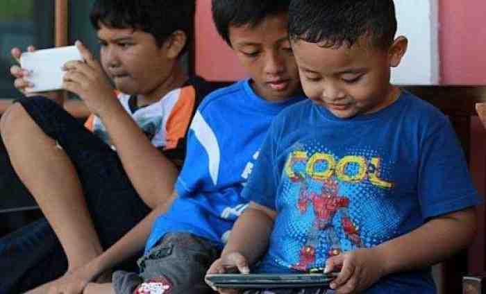 Anak Kecanduan Gadget, Orangtua Harus Bagaimana?