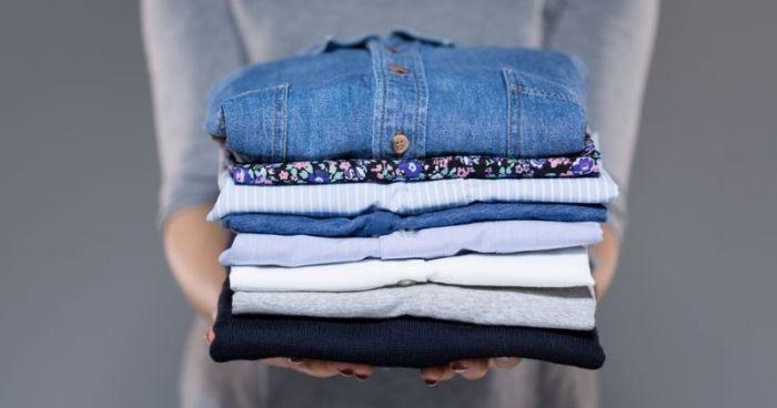Cara Cepat Merapikan Pakaian Tanpa Setrika