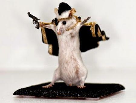 Mainan Unik Ini Terbuat dari Bangkai Tikus Lho…
